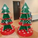 クリスマス装飾におしゃれでかわいいツリーの什器はいかがですか?