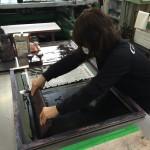 プラスチック表示板のシルク印刷でパートさんデビュー