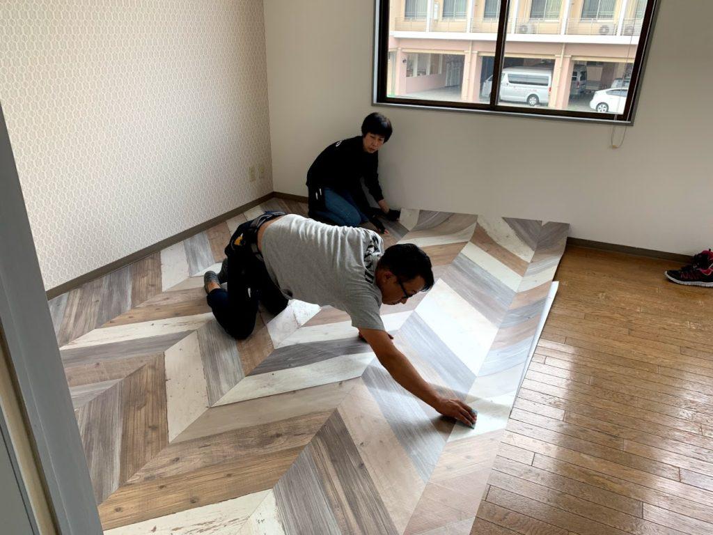 ヘリンボーン 壁紙 床